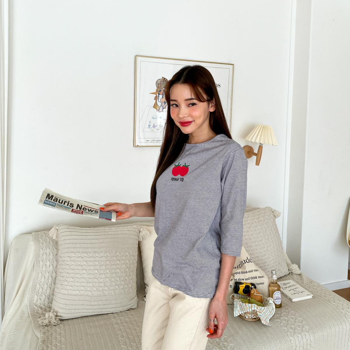 도아 라운드 단가라 스트라이프 긴팔 티셔츠